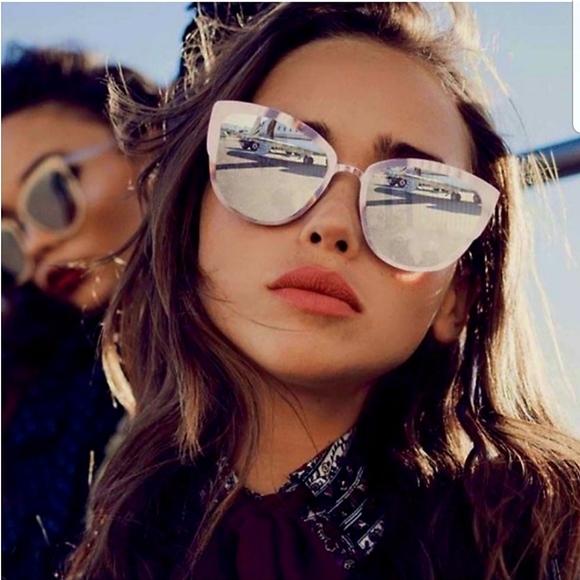Quay supergirl oversized mirrored cat sunglasses